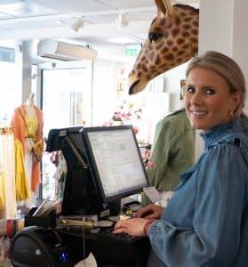 Maren oppdaterer nettbutikken